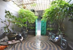 The Common Room Project has private and boutique dorm rooms. Bunk-beds are laid out properly that provides generous space for guests. Common Room, Ho Chi Minh City, Dorm Rooms, Bunk Beds, Laos, Vietnam, Patio, Outdoor Decor, Projects