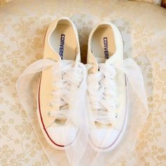 Bridal flats - Converse sneakers The Wedding Scoop Spotlight: Bridal Shoes - Part 2 Trendy Wedding, Dream Wedding, Wedding Day, Casual Wedding Reception, Blue Wedding, Wedding Blog, Diy Wedding, Wedding Ceremony, Wedding Planner