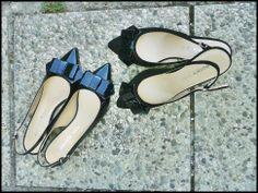 scarpe chanel #danieletucci con tacco baso e fiocco applicato. Doppia versione: scarpa in vernice e fiocco in vernice; scarpa in camoscio e fiocco in vernice.  #madeinitaly #madeinmarche #scarpeitaliane #italianshoes