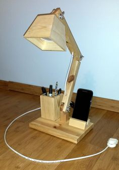 LIGHTING - OFFICE WOOD LAMP Wooden Desk Lamp, Table Lamp Wood, Led Desk Lamp, Wood Lamps, Wooden Projects, Wooden Crafts, Lamp Design, Wood Design, Wood Phone Holder
