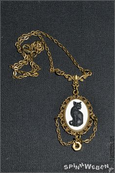 necklace locket czech glass setting cat cameo black by SpinnWeben, €21.00