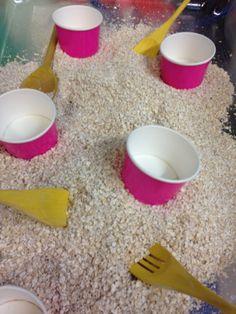 Porridge spoons and ice cream cups! Eyfs Activities, Animal Activities, Craft Activities For Kids, Infant Activities, Traditional Tales, Traditional Stories, My Family Topic, Bears Preschool, Finger Gym