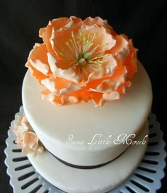 Fondant flower and clean lines