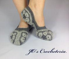 Free African Flower Slipper socks Crochet Pattern by Jo's Crocheteria…