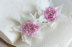Set of 2 Bridal Hair Flowers Silk Wedding por FloribundaSilkFlower, $89.99