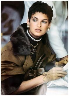 Vogue US – Camel's back – Linda Evangelista – Sep 1989 Photo Peter Lindbergh Linda Evangelista, Claudia Schiffer, Cindy Crawford, Gwen Stefani, 90s Fashion, Fashion Photo, Fashion Models, Vintage Fashion, Vintage Clothing