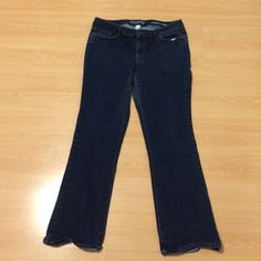 Sonoma life+style Mid rise •Demi bootcut •99% cotton 1% spandex • great condition •no tears or stains Sonoma Jeans Boot Cut