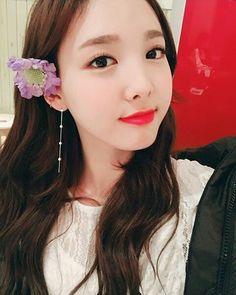 AIN'T SHE CUTE AIN'T SHE GORGEOUS AIN'T SHE BEAUTIFUL AIN'T SH- #twice #nayeon #트와이스 #나연