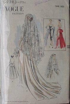 Vestido de novia con velo corto de Mantilla Española.
