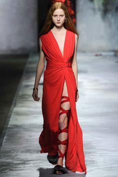 Vionnet Fall 2015 Ready-to-Wear Fashion Show - Madison Stubbington