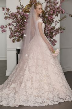 une-jolie-robe-pour-une-mariee-2017-n-32 et plus encore sur www.robe2mariage.eu