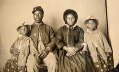 noblondes:    RARITY: This is thought to be the only known photo of an African-American Union soldier with his family.
