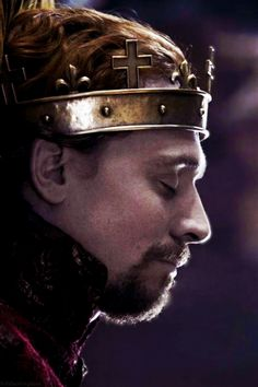 BEAUTIFUL PLANTAGENET RED HAIR ON HENRY V - PLAYED BY THE PERFECT TOM HIDDLESTON.