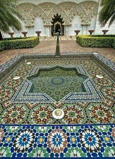 Beautiful Islamic Art from Maroc~Morocco~Marruecos 🇲🇦 Islamic Architecture, Beautiful Architecture, Beautiful Buildings, Art And Architecture, Beautiful Places, Beautiful Lights, Moroccan Design, Moroccan Decor, Moroccan Style