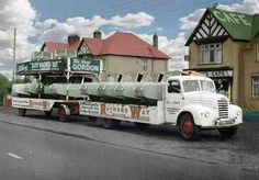 Austin Transporter with a load of Gordon 3 Wheel cars Classic Trucks, Classic Cars, Car Movers, Old Lorries, Road Transport, Car Carrier, Antique Trucks, Old School Cars, Old Tractors