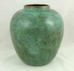 California Faience, oil jar, shape no.71, semi-matte green speckled glaze, ca. 1922-1933, 9″ high