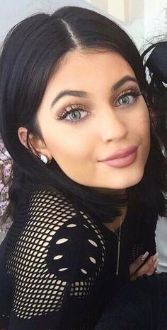 Kylie with blue contacts Kylie Jenner Gallery, Kyle Jenner, Kendall And Kylie Jenner, Kylie Jenner Lipstick, Jenner Makeup, Jenner Girls, Idol, Jenner Sisters, Kardashian Jenner