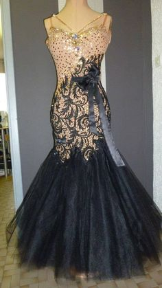 Competitive Ballroom Dancing is a beautiful world of dazzling costumes, gorgeous hairstyles, and perfectly applied makeup designed to capture the spotlight. Latin Ballroom Dresses, Ballroom Dance Dresses, Ballroom Dancing, Latin Dresses, Pretty Dresses, Beautiful Dresses, Baile Latino, Women's Evening Dresses, Dance Fashion