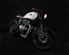 CAFE RACER SKULL #2 IS BASED ON YAMAHA XJ 900 FROM 1983. THE INLINE FOUR-STROKE ENGINE WITH 92 HORSEPOWER GUARANTEES DECENT RESULTS AND EXTRAORDINARY RIDING PLEASURE. AIR-COOLING HELPS KEEPING THE ENGINE IN A GOOD CONDITION LONGER. WHAT IS MORE, THE CARDA