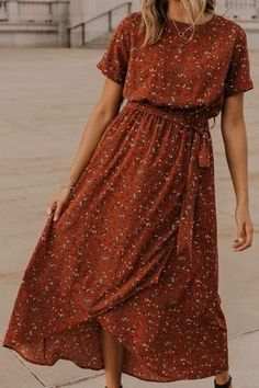 Modest fashion 685391637026965514 - Meyerson Floral Maxi Rust wrap maxi perfect for bridesmaids, a night on the town, or church. This rust floral maxi is maternity friendly and extra comfortable. See more modest dresses on our boutique site. Source by Fall Floral Dress, Cute Floral Dresses, Elegant Dresses, Casual Dresses, Sexy Dresses, Formal Dresses, Pretty Dresses, Simple Dresses, Cheap Dresses