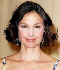 Why Are So Many Celebs Wearing Visible White Powder? First Nicole Kidman, then Eva Longoria, now Ashley Judd (twice! Hd Makeup, Contour Makeup, Beauty Makeup, Makeup Ideas, Crazy Celebrities, Celebs, Ashley Judd, Celebrity Makeup Looks, Kate And Meghan