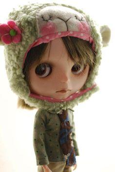 Blythe animal hat with fur chin strap - moss green sleepy sheep