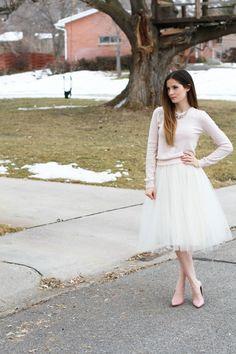 tulle skirt tutorial http://www.cottonandcurls.com/2014/01/very-simple-tulle-skirt-tutorial/