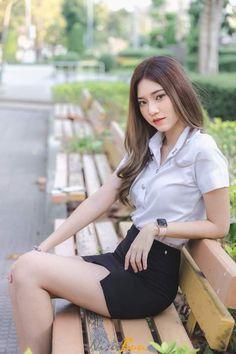Skinny Girl Body, Skinny Girls, University Girl, Indonesian Girls, School Girl Outfit, Cute Girl Photo, Cute Asian Girls, Beautiful Asian Women, Girl Poses