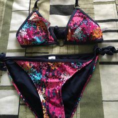 Forever 21 bikini Colorful forever 21 bikini SMALL TOP MEDIUM BOTTOM Forever 21 Swim Bikinis