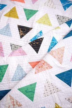 Introducing the TRIANGLE POP quilt pattern - Quilty Love. Modern triangle quilt using Carolyn Friedlander fabrics by Robert Kaufman. Scrappy Quilts, Easy Quilts, Mini Quilts, Quilting Projects, Quilting Designs, Sewing Projects, Patchwork Designs, Quilting Ideas, Modern Quilt Blocks