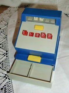 Ik geloof dat iedereen deze kassa had. Ik zag hem bij veel vriendinnetjes. Veel mee gespeeld in ons ' winkeltje'.