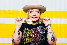 Elle King on Learning from Women Bassists, New Album 'Shake the Spirit' Indie Music, New Music, Elle King, Country Music News, King Fashion, Positive Inspiration, Body Positive, Poster Ideas, Political News
