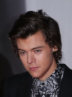 Harry Styles arrives at the BRIT Awards 2014 at the O2 Arena in London on Wednesday, Feb. 19, 2014. (Photo by Joel Ryan/Invision/AP) via @AOL_Lifestyle Read more: http://www.aol.com/article/2016/05/12/harry-styles-short-hair/21376003/?a_dgi=aolshare_pinterest#fullscreen