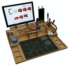 Hobby Workstation – Every Little War Woodworking Shop, Woodworking Projects, Rangement Art, Crea Cuir, Hobby Desk, Hobby Tools, Creation Deco, Model Building, Tool Storage