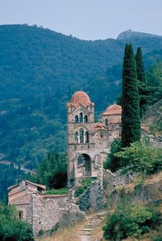 25 Things Not to Miss: - Mystras *A ghost town that provides a time capsule for the modern tourist to step through to the Byzantine age. The Places Youll Go, Places To See, Classical Greece, Greece Vacation, Interesting Buildings, Time Capsule, Travel Photos, Monument Valley, Beautiful Places