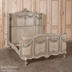 antique bedroom furniture beds painted italian baroque bed wwwinessacom - Antique Bedroom Decor