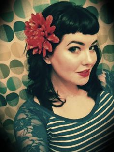 bettie bangs with curl and flower.