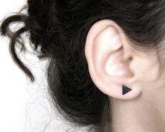 Driehoek oorbellen van ebben hout driehoek posts, driehoek studs, minimalistische oorbellen, edgy oorbellen, dagelijks oorbellen, geometrische hengsten.