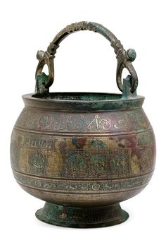 """A Khurasan bronze bucket with copper inlay and incised zodiac signs, birds, running animals and inscription decoration in Nashki style with the blessing """"Happiness and peace and (.) and glory and success and power"""" in Kufi style. Bronze, Copper, Brass, Iranian Art, Historical Art, Islamic Architecture, Objet D'art, Art Object, Ottomans"""