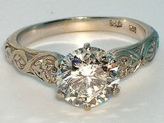 Celtic ring, love that this has the solitare with a bit of added detail!