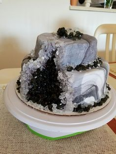 Small Geode cake