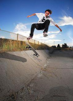 Skateboard-Tricks-for-Beginners-fakie-big-spin