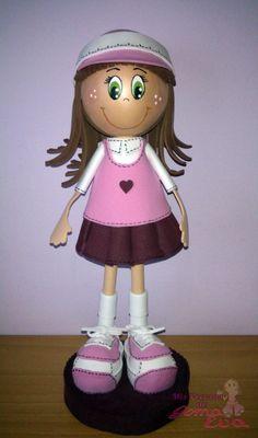 Fofucha Colegial de pelo castaño, vestido tonos rosas y morados y ojos verdes.  *Contactar conmigo en: mispecosasdegomaeva@gmail.com*       *Visita mi blog: http://mispecosasdegomaeva.blogspot.com.es*  *Visitame en facebook: https://www.facebook.com/pages/Mis-Pecosas-de-Goma-Eva/629793133752587*