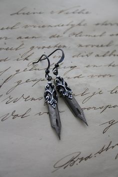 Vintage Pen Earrings - Dip pen Fountain Pen Calligraphy Jane Austen Writer Romantic Pen Earrings - Silver Antiqued Vintage 50s Steampunk Nib