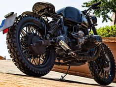 This is a custom motorcycle made by Fran Manen (Lord Drake Kustoms) based on a BMW and in a Cafe Racer and Scrambler style. Bike Bmw, Custom Bmw, Cafe Racing, Scrambler, Bobber, Drake, Lord, Motorcycle, Style