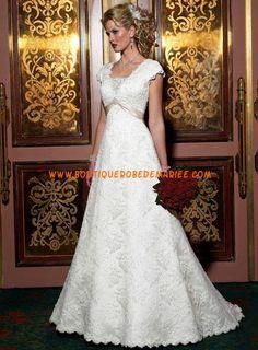 Robe de mariée dentelle avec courtes manches