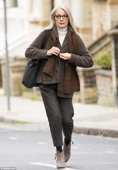On-screen love: Diane Keaton's latest fling is a homeless man, thanks to her latest movie role in upcoming film, Hampstead, which is also where she was filming in London on Sunday Diane Keaton, Mature Fashion, Fashion Over 50, Love Her Style, Style Me, Mode Ab 50, Look Blazer, Advanced Style, Aging Gracefully