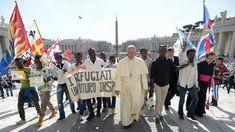 Pápež František podľa správy z Vatican News posiela pol milióna amerických dolárov na pomoc migrantom v Mexiku, ktorí sa snažia dostať do Spojených štátov. Mario