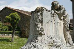 Monument aux morts, Sculpture en pierre par Georges Delperier | France: monuments aux morts des guerres, sculptures |  Charente