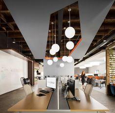 Studio Eagle: Open, Creative, and Deeply Reflective Workplace – Futurist Architecture Corporate Office Design, Corporate Interiors, Workplace Design, Office Interiors, Interior Work, Office Interior Design, Office Designs, Modern Interior, Office Workspace